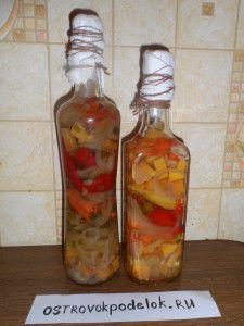 Декоративная бутылка с овощами или фруктами