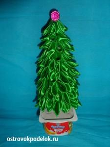 Новогодняя елочка из атласной ленты.