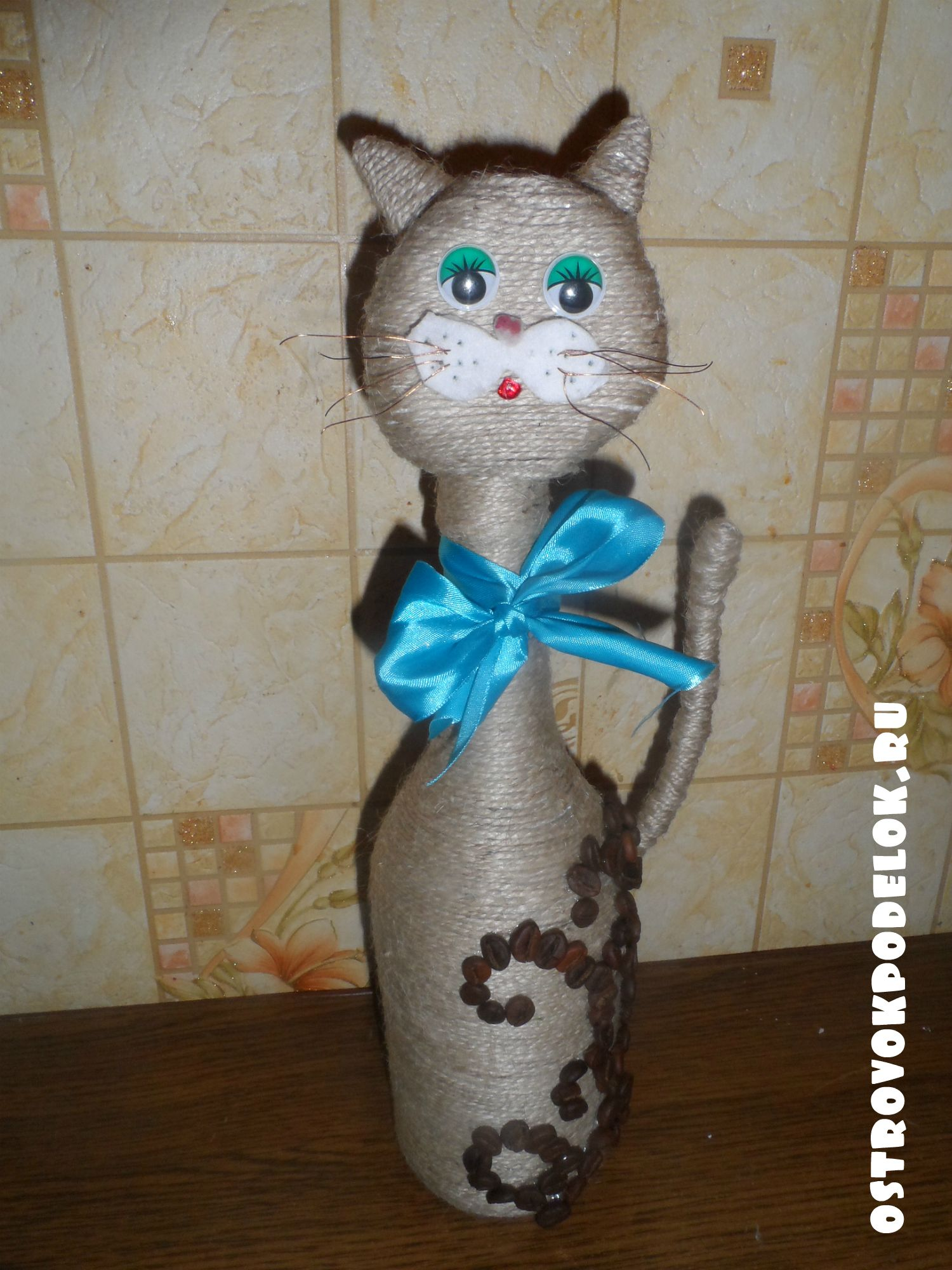 Кот из бутылки и шпагата