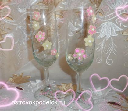Свадебные бокалы с цветами из холодного фарфора.