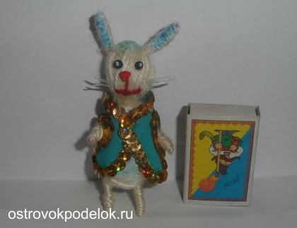 Заяц-мотанка ( игрушка из пробок от вина)