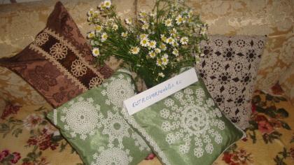 Конкурсная работа: картина и подушки в технике фриволите