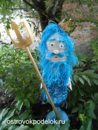 Садовая поделка Нептун из пластмассовых бутылок