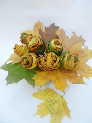 Конкурсная работа : розы из листьев клена